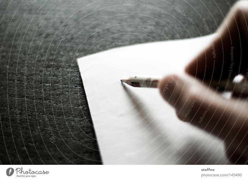 Randnotiz Tisch Hand Musiknoten Papier Zettel Schreibstift Holz Schriftzeichen Kommunizieren schreiben Schriftstück Bleistift erinnern Anordnung Haushalt