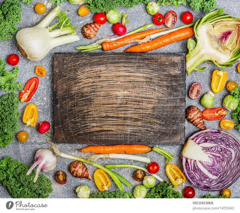 Gesunde Ernährung mit buntes Gemüse Lebensmittel Bioprodukte Vegetarische Ernährung Diät Stil Design Gemüsegerichte Artischocke Fenchel Möhre Grünkohl Paprika