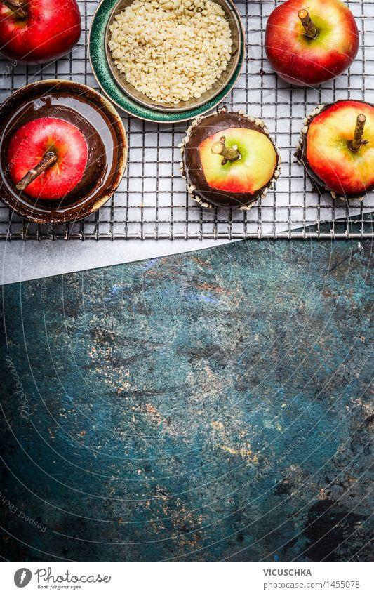 Äpfel mit geschmolzene Schokolade und gehackten Mandeln Weihnachten & Advent Freude Stil Feste & Feiern Lebensmittel Design Ernährung Tisch Macht Küche Süßwaren Apfel Tradition Dessert Schokolade Festessen