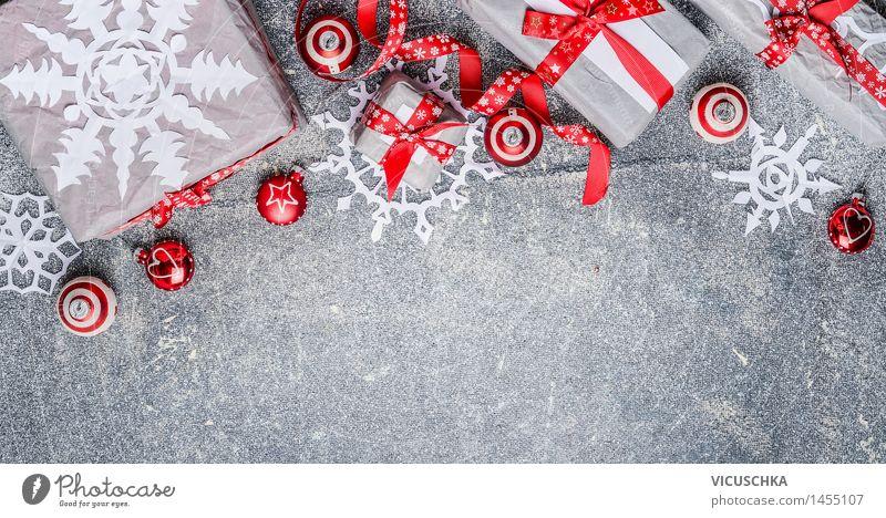 Weihnachtsgeschenke mit Papier Schneeflocken und Dekorationen Weihnachten & Advent rot Winter Innenarchitektur Stil Hintergrundbild grau Feste & Feiern Party