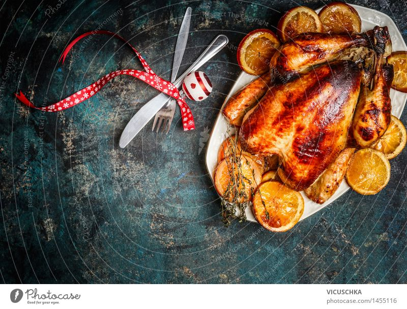 Gebratener Hänchnen mit Orangen zum Weihnachtstisch Weihnachten & Advent Haus Innenarchitektur Stil Hintergrundbild Feste & Feiern Lebensmittel Party Design