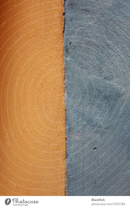 Ausschnitt einer zweifarbigen Fassade Kunst Haus Mauer Wand Stein Beton Linie zeichnen streichen eckig einfach gelb gold grau orange Ordnungsliebe Trennung