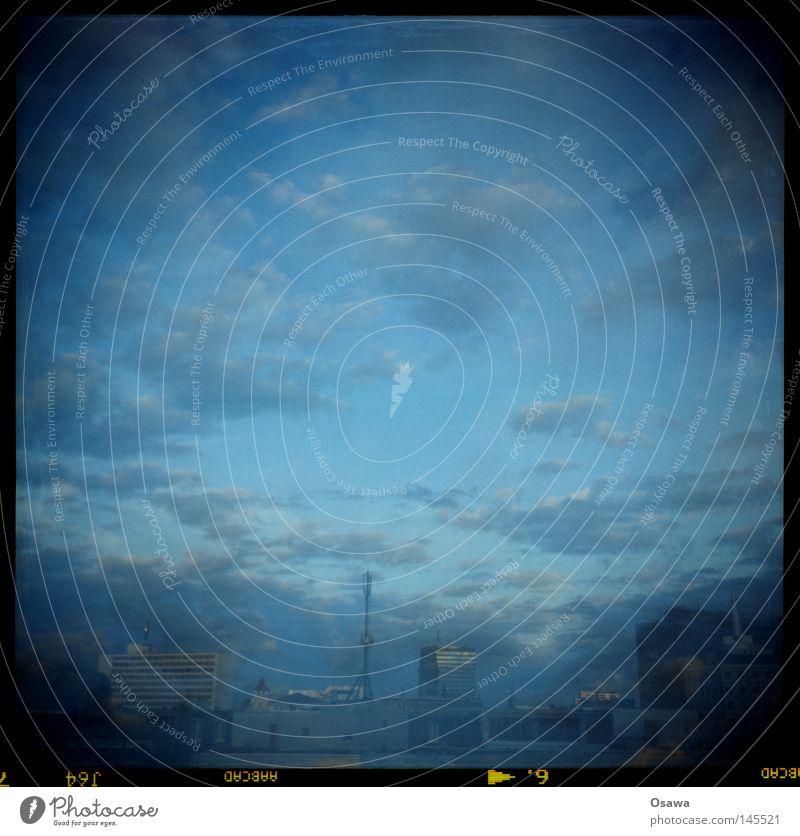 Natürlicher Randlichtabfall Himmel blau Stadt Wolken Erholung Berlin Freiheit grau Stein Gebäude Horizont Wellen Zufriedenheit frei Kreis