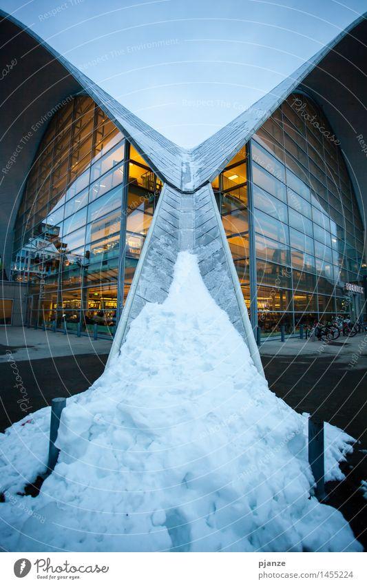 Spiegel Ferien & Urlaub & Reisen Stadt blau Haus Winter gelb Architektur Schnee Stil Hochhaus Bauwerk Stadtzentrum Städtereise Norwegen Bibliothek Winterurlaub