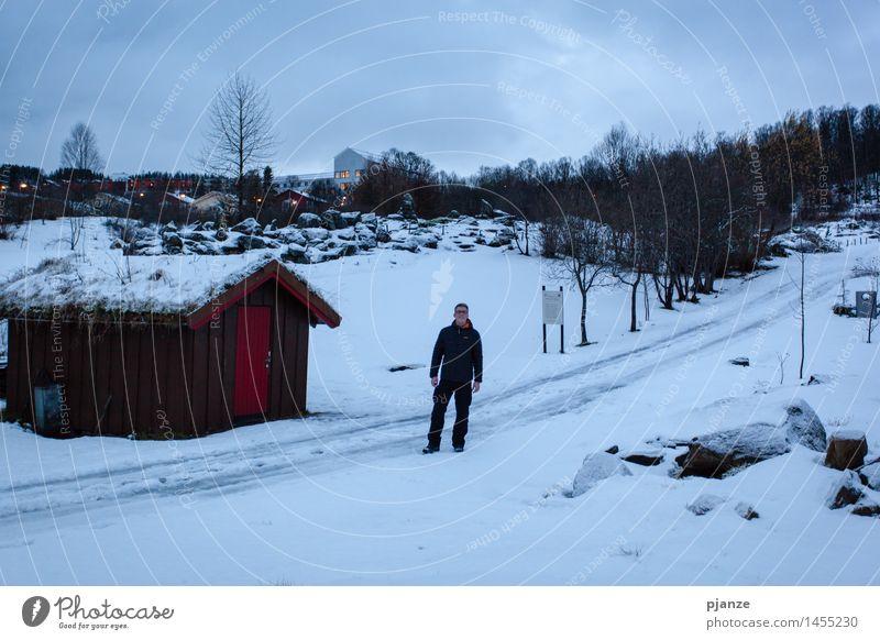 Garten Eden im Winter Mensch Natur Ferien & Urlaub & Reisen Jugendliche Mann Pflanze Baum Junger Mann Wolken Erwachsene Schnee Gras grau maskulin Park