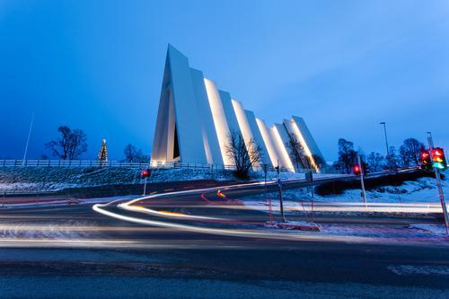 Eismeerkathedrale Tromsø Ferien & Urlaub & Reisen Stadt blau Haus Winter Straße Bewegung Schnee PKW Verkehr wandern Ausflug Kirche Brücke fahren Stadtzentrum
