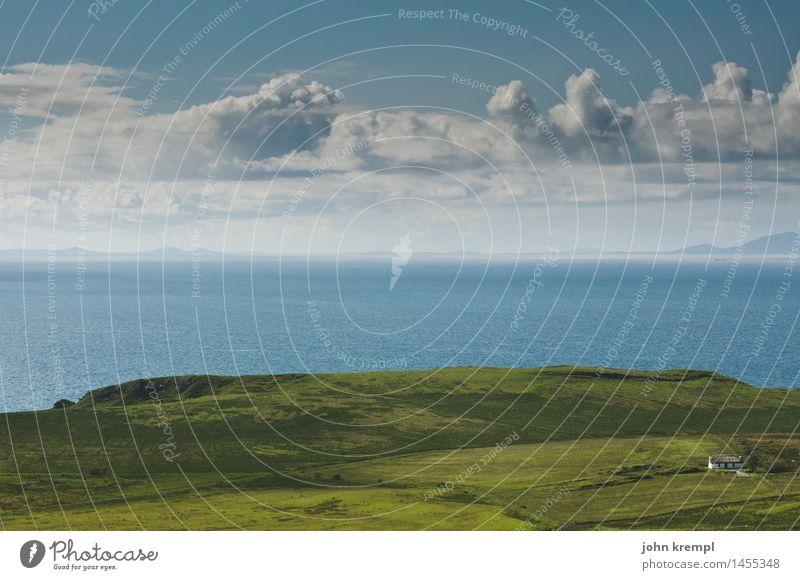 Nah am Wasser gebaut Landschaft Wolken Schönes Wetter Gras Küste Meer Isle of Skye Schottland Einfamilienhaus Gebäude Kitsch maritim grün Zufriedenheit