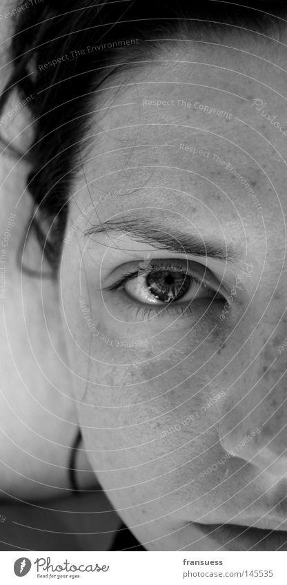 F.A.C.E. it Gesicht Porträt Selbstportrait Schwarzweißfoto Hälfte Nase Auge Mund Frau halbes gesicht face selfportrait eye mouth woman