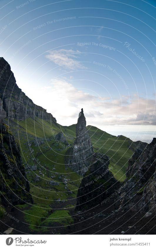 Spitzfindigkeit Umwelt Natur Felsen Berge u. Gebirge Gipfel Schottland Isle of Skye dunkel gigantisch Tapferkeit selbstbewußt Willensstärke Tatkraft bedrohlich
