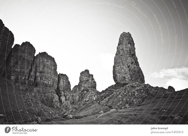 The Storr Natur Landschaft Einsamkeit dunkel Berge u. Gebirge Umwelt außergewöhnlich Tourismus Felsen Kraft hoch Spitze bedrohlich Gipfel Macht entdecken