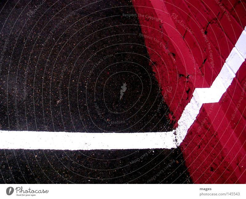 Parkraum weiß rot schwarz Straße Farbe Mauer Linie Schilder & Markierungen Ordnung Ende Asphalt Spuren Grenze Verkehrswege Zaun Parkplatz
