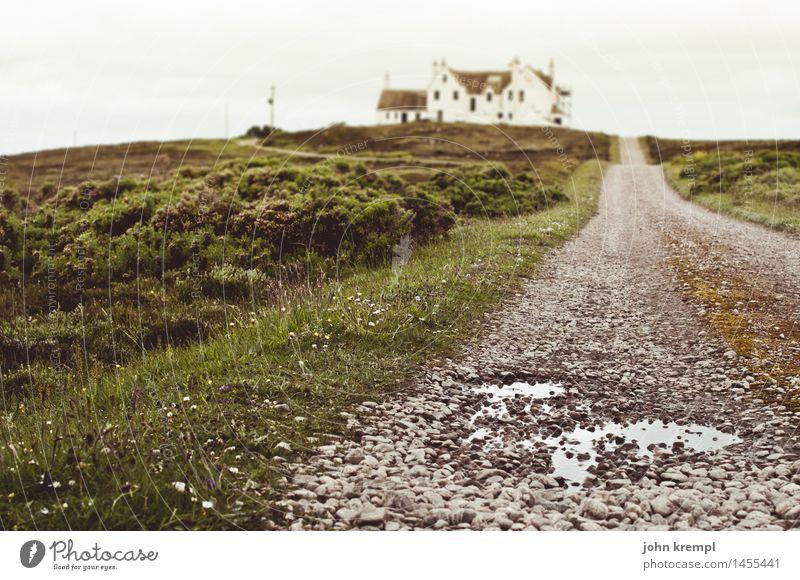 Annäherung Natur Feld Pfütze Schottland dunnet head thurso Stadtrand Haus Bauwerk Gebäude Wege & Pfade alt bedrohlich retro Schutz Geborgenheit Einsamkeit