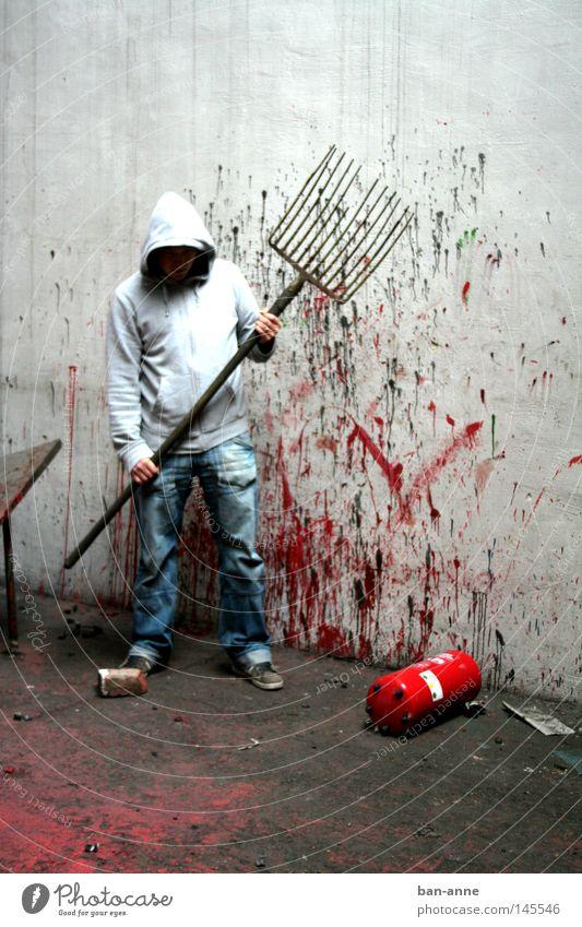 der Reinemachemann Mann Angst Industrie Elektrizität gefährlich Fabrik gruselig Blut Panik spritzen Krimineller Brandschutz Mord Schock Alptraum Mörder