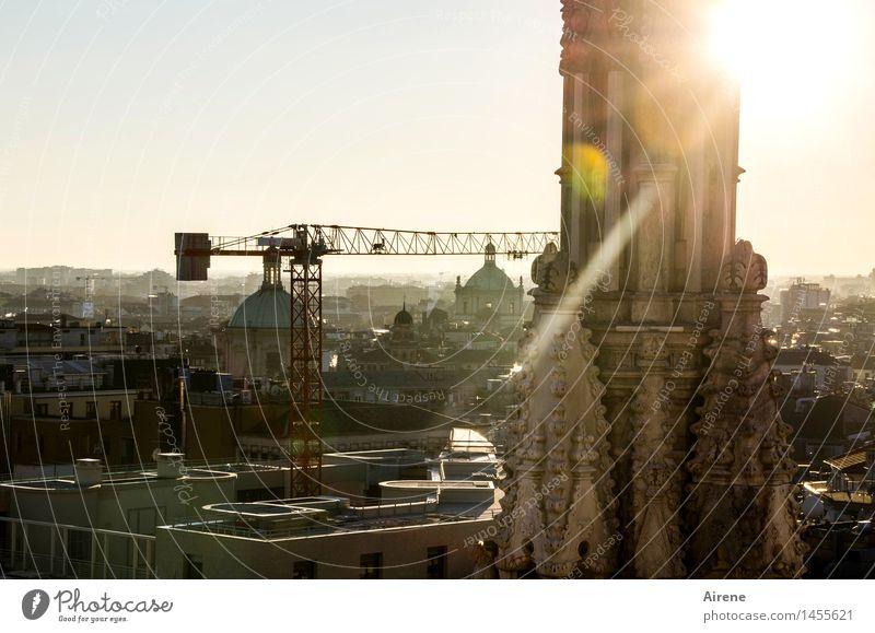 windig | über den Dächern... Baukran Mailand Italien Stadt Stadtzentrum Altstadt Haus Kirche Dom Kirchturm Sehenswürdigkeit Mailänder Dom Bekanntheit historisch