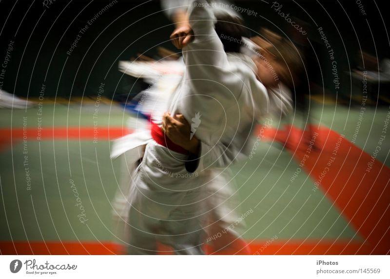 Ju | Do weiß rot gelb Sport Spielen Erfolg Bodenbelag fallen Wut Sturm Hose festhalten Anzug Jacke Sportveranstaltung Mantel