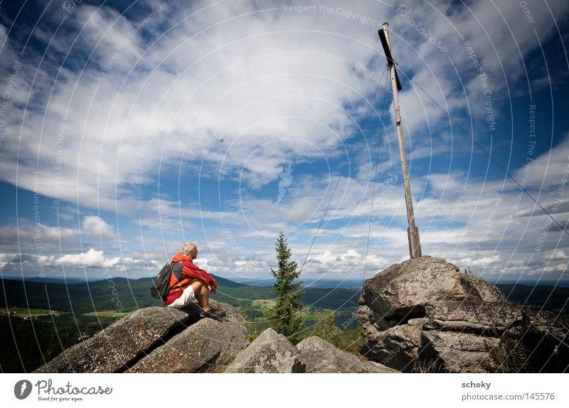 Nebelstein2 Mann grün blau Sommer Ferien & Urlaub & Reisen Senior Wolken Einsamkeit Ferne Sport Erholung Spielen Berge u. Gebirge orange Gesundheit