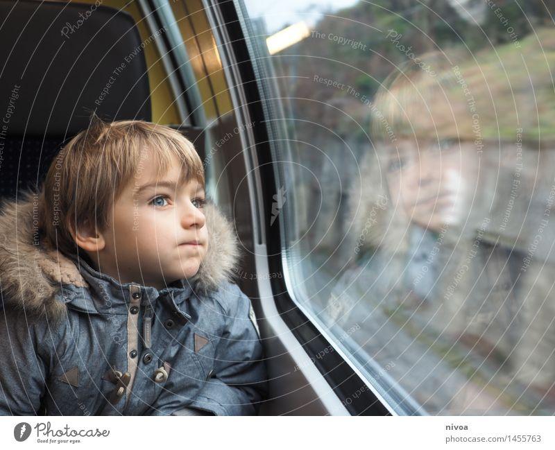 gedanken nachhängen Mensch Kind Landschaft Winter Wand Wiese Junge Gesundheit Mauer Kopf maskulin träumen Tourismus frei Glas blond
