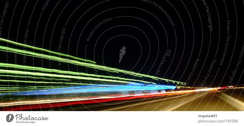unterwegs mit dem fluxkompensator Langzeitbelichtung Autobahn Streifen Nacht mehrfarbig Tunnel Tunnelblick Motorsport Scheinwerfer Linie Kurve