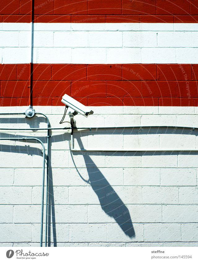 heavy surveillance rot Angst Sicherheit Fotokamera beobachten Streifen Kontrolle Videokamera Österreich Panik Überwachung spionieren Terror Politik & Staat