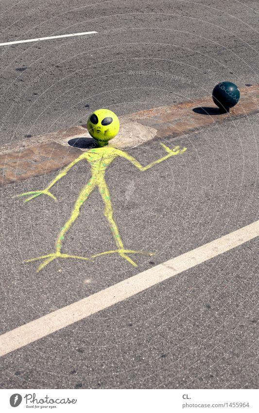 sie sind unter uns Verkehr Verkehrswege Straße Wege & Pfade außergewöhnlich gruselig lustig gelb Inspiration Kreativität skurril außerirdisch Außerirdischer