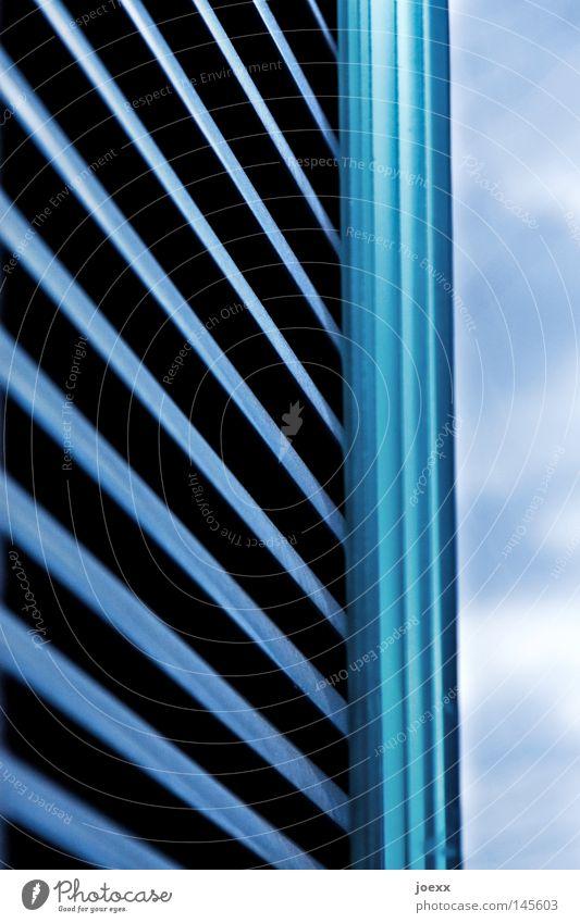 Streifen Himmel Wolken Linie Metall Glas Industrie Sicherheit modern Metallwaren gestreift Wetterschutz Jalousie gepanzert Schlitz Lüftung