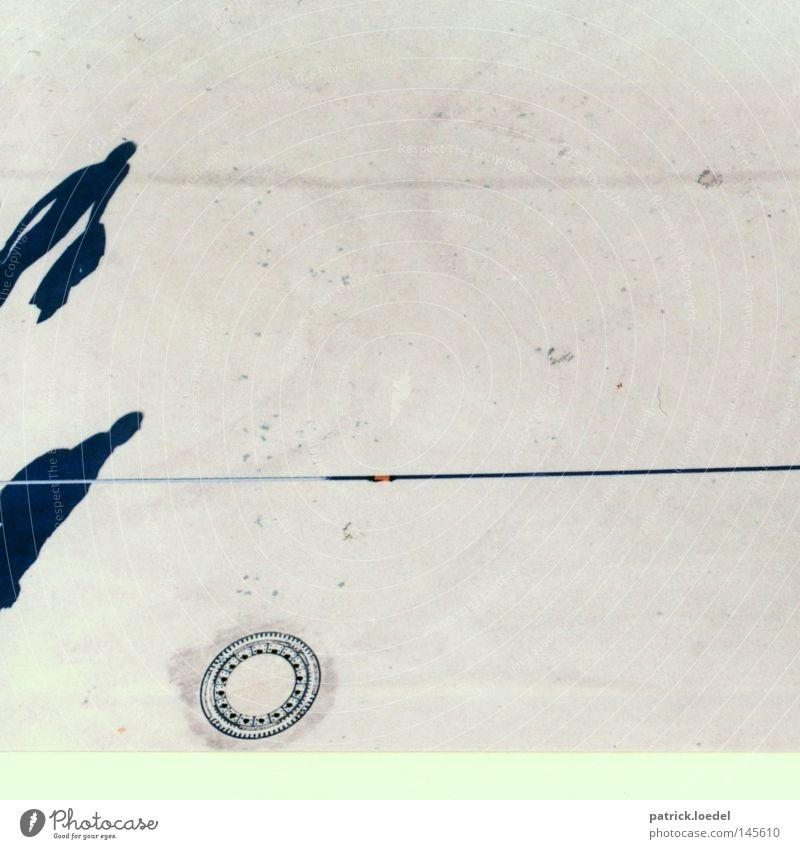 [HH08.3] Shadowplay Mensch Sommer schwarz Ferne grau Wege & Pfade planen Seil leer Platz Kabel Asphalt Verkehrswege Gully verdeckt schemenhaft