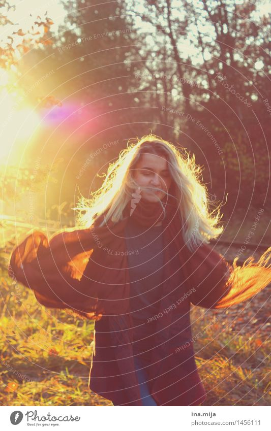 wild und frei Mensch feminin Jugendliche Erwachsene Senior Leben 1 18-30 Jahre 30-45 Jahre Umwelt Natur Sonne Sonnenaufgang Sonnenuntergang Sonnenlicht Herbst