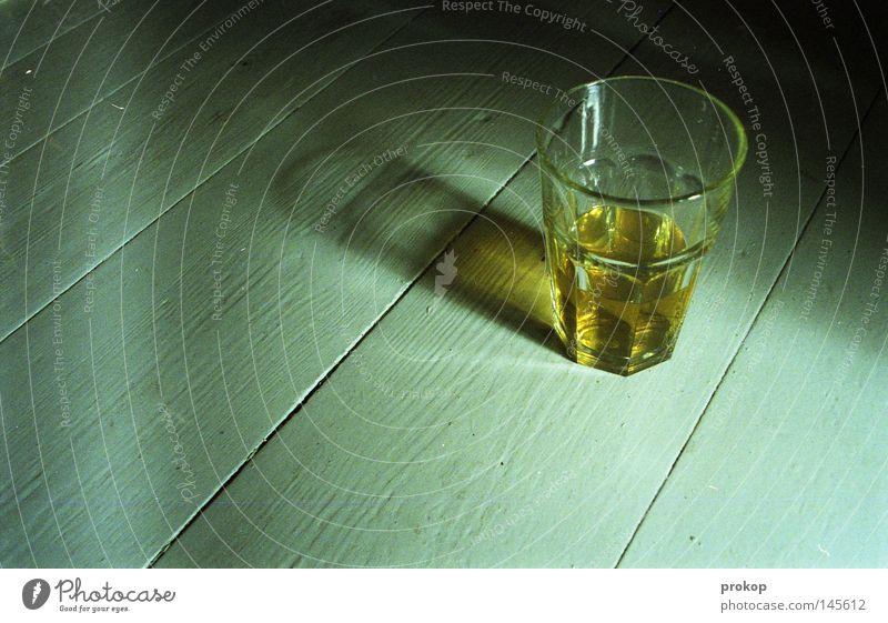 Zen Uhr ruhig Erholung Glas Getränk Boden Frieden einfach Tee Konzentration Erfrischung Holzfußboden simpel bescheiden