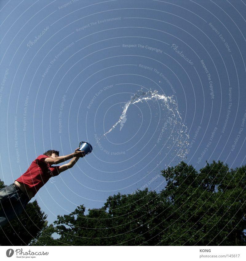 humanoides bewässerungssystem Wasser Flüssigkeit Quelle hydrophob spritzen gießen Rasensprenger Bewässerung sprühen nass Freude Sommer kühles Nass Gänsewein