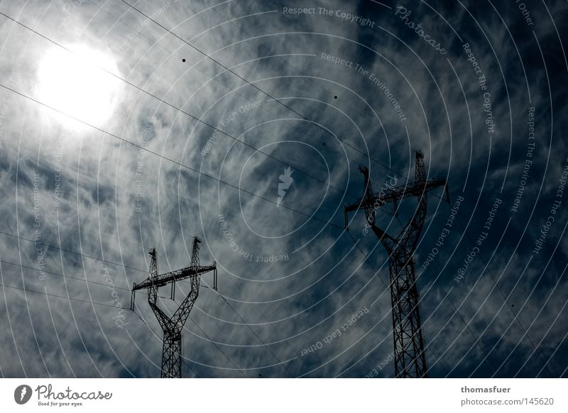 Direktleitung Sonne Wolken Elektrizität Strommast Energie Energiekrise Umwelt Klimawandel CO2-Ausstoß Stromkreis Hochspannungsleitung Steckdose