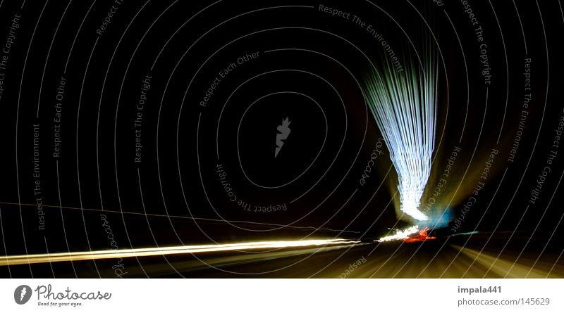 unterwegs mit dem fluxkompensator II Bewegung glänzend Geschwindigkeit fahren Asphalt Streifen Blitze Autobahn Strahlung viele beweglich Scheinwerfer unterwegs Lichtstreifen Tunnelblick