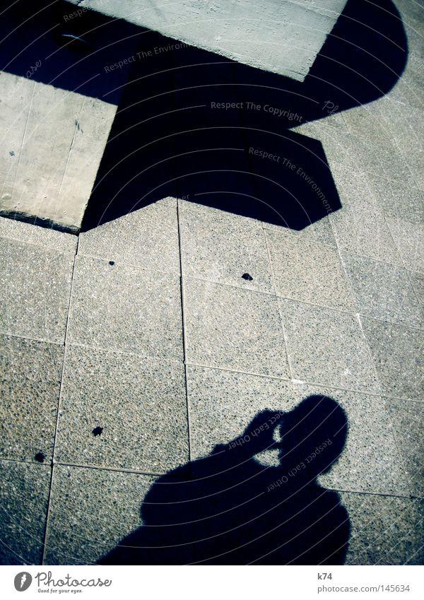 shadows of ourselves Mensch Mann Hand Architektur Kopf Zeit gehen Beton trinken Vergänglichkeit entdecken Quadrat Schulter Selbstständigkeit Täuschung