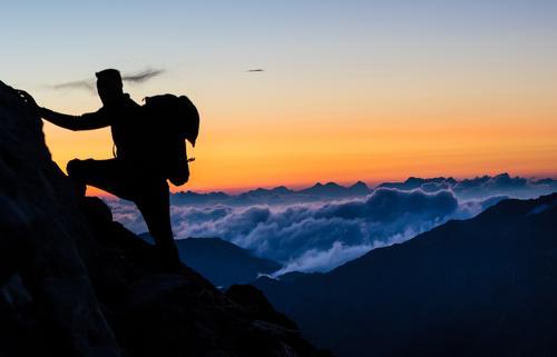 Climber at the top of the mountain in the morning Mensch Himmel Natur Sommer Sonne Landschaft Freude Berge u. Gebirge Umwelt Freiheit gehen Felsen maskulin