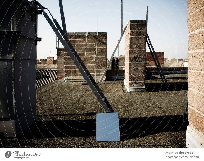 HIMMEL AUF ERDEN [DACH] Himmel alt blau schön Wolken ruhig Einsamkeit Haus Erholung dunkel kalt Wand Freiheit oben Wärme Gebäude