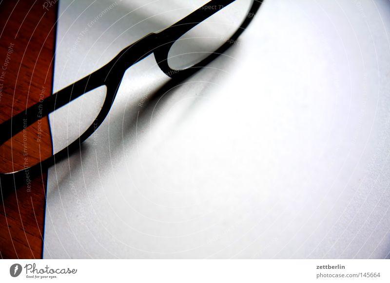 Brille weiß Glas Papier leer Dinge Konzentration Medien Linse Bruch Brennpunkt Optik Sehvermögen Optiker Lesebrille Optisches Gerät