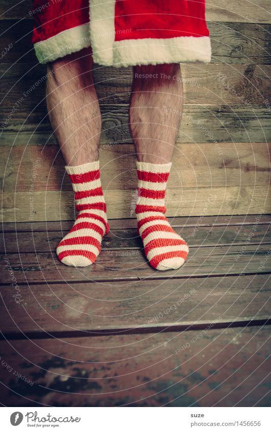 Weihnachten steht vor der Tür ... Mensch Weihnachten & Advent weiß rot lustig Holz Beine Feste & Feiern außergewöhnlich Mode braun Fuß maskulin Kreativität Bekleidung einfach