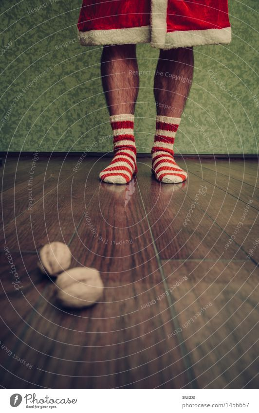 Weihnachten kommt immer so plötzlich! Feste & Feiern Weihnachten & Advent Mensch maskulin Beine Fuß Mode Bekleidung Arbeitsbekleidung Mantel Strümpfe Stoff Holz