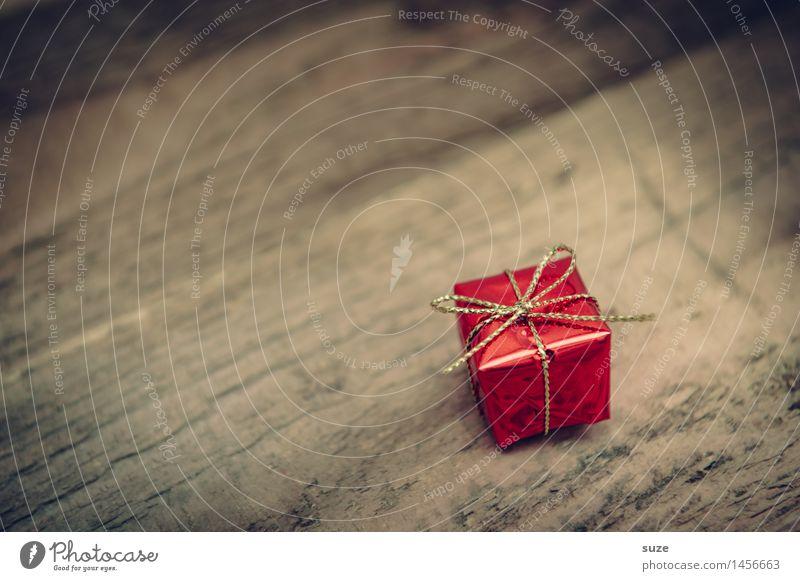 Kleinigkeit Weihnachten & Advent rot Freude Holz klein Feste & Feiern braun Stimmung glänzend Zufriedenheit Dekoration & Verzierung Geburtstag Kindheit Geschenk