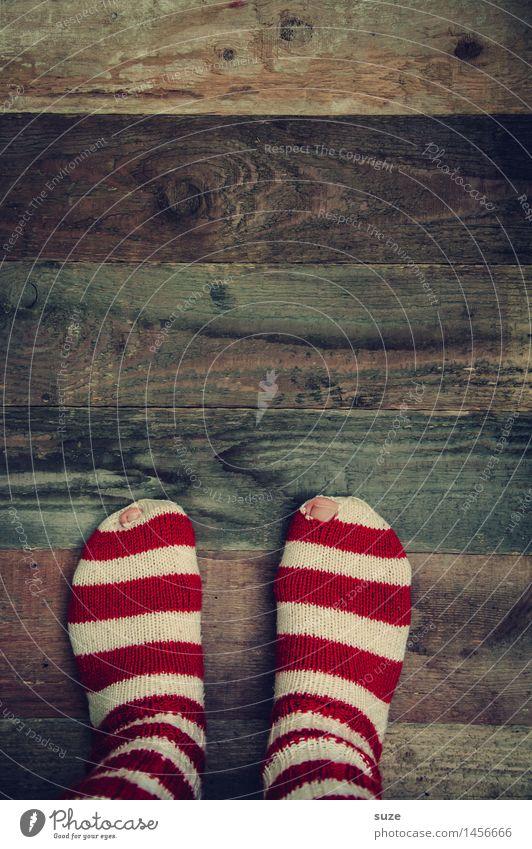Schöne Bescherung ... Mensch Weihnachten & Advent weiß rot lustig Holz Feste & Feiern außergewöhnlich Mode braun Fuß Kreativität Bekleidung einfach Zeichen kaputt