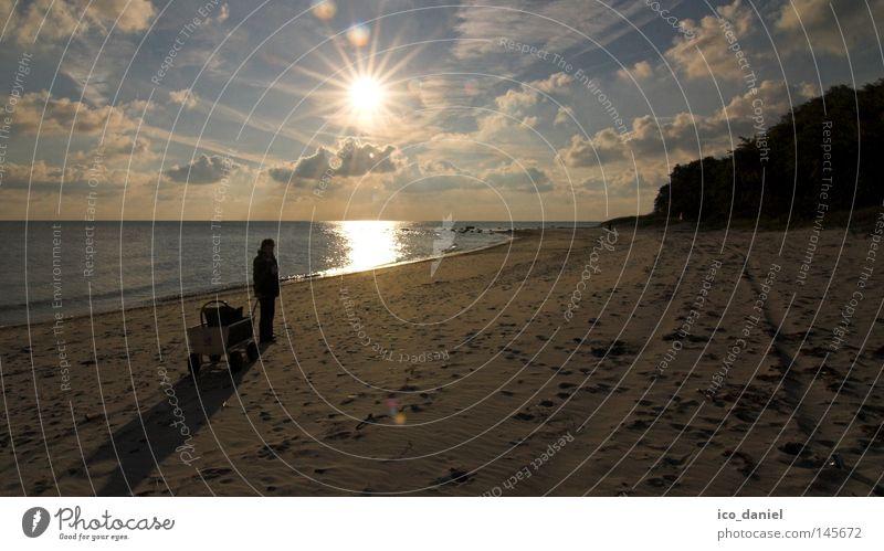 Strandidylle Mensch Himmel Wasser Ferien & Urlaub & Reisen Sonne Meer Wolken Einsamkeit Erwachsene Küste Sand Horizont Insel Reisefotografie Spaziergang