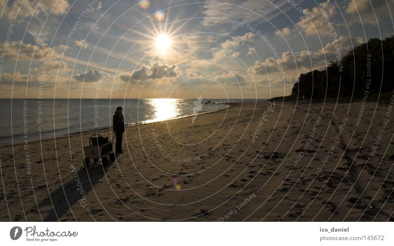Strandidylle Mensch Himmel Wasser Ferien & Urlaub & Reisen Sonne Meer Strand Wolken Einsamkeit Erwachsene Küste Sand Horizont Insel Reisefotografie Spaziergang