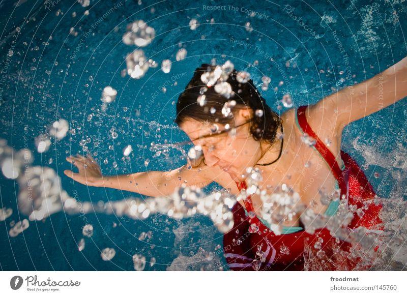 Spritzwasser blau Wasser schön rot Sommer Freude Wolken Gesicht Haare & Frisuren Stil Linie Schwimmen & Baden Wind nass Geschwindigkeit frisch