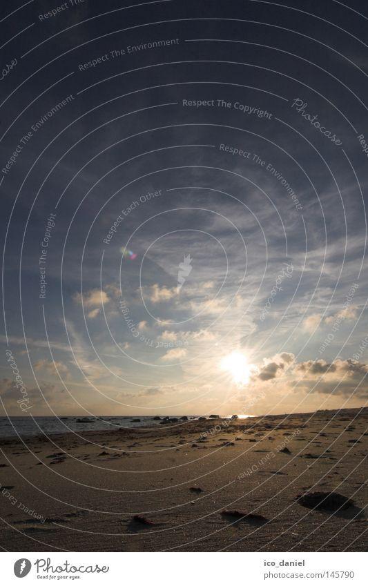 Erinnerung... Ferne Freiheit Sonne Strand Meer Wasser Himmel Wolken Küste Ostsee Einsamkeit Bornholm Dänemark tief Sandstrand Gegenlicht Erde Menschenleer