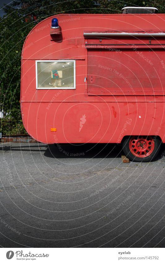 Wenn´s mal länger brennt... Wohnwagen Warnleuchte Rettung brennen rot Fenster lackiert Beton schlafen Ferien & Urlaub & Reisen Wehrdienst Feuerwehr planen