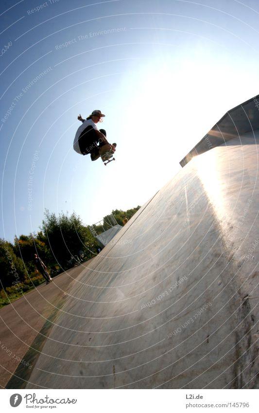 INDIE Natur Jugendliche Himmel Sonne Freude Sport springen Park Luft Lifestyle Aktion Skateboarding Punk trendy Hardcore extrem
