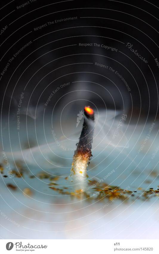ausgelöscht Kerze Licht brennen heiß Glut Wachs Luft Sauerstoff blasen löschen Russen schwarz Hintergrundbild Flüssigkeit weich Romantik Erholung Makroaufnahme