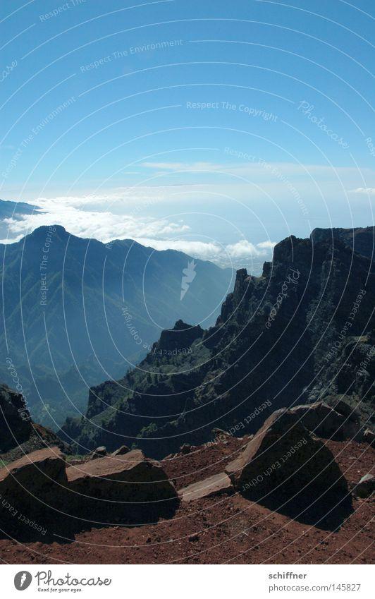 Gipfel Roque de Los Muchachos La Palma Kanaren Berge u. Gebirge Bergkamm Felsen Stein Vulkan vulkanisch bizarr Passatwolken Wolken Aussicht Sonne Schatten