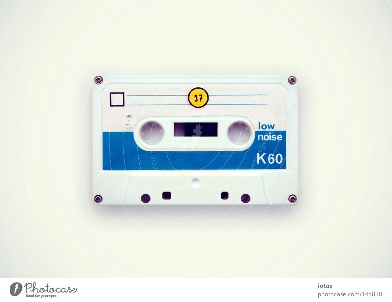 sharing is caring Musikkassette analog Kultur Stabilität Physik Mischung Tonband stereo mono Rauschen Achtziger Jahre Pause historisch Medien Freude