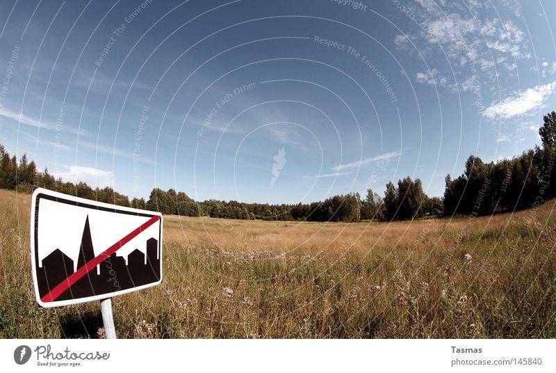Zivilisation unerwünscht. Landschaft Himmel Wiese Wald Stadt Schilder & Markierungen lustig verrückt Gesellschaft (Soziologie) skurril Verbote seltsam ungebeten