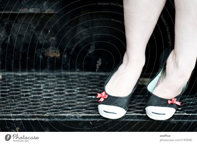 Betty Boop Frau schön feminin Schuhe Beine Bekleidung Treppe süß Schleife verführerisch Handschellen Geschmackssinn